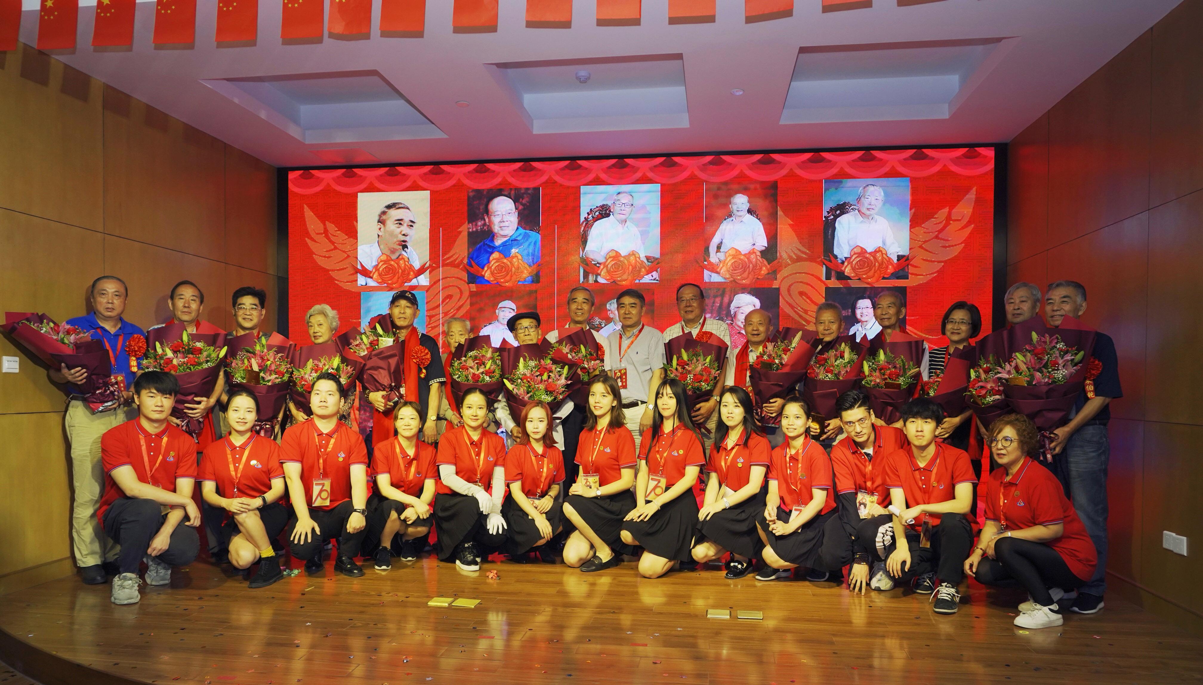 2019年9月29日上午,十分彩-十分彩下载-十分彩下注建厂70周年盛典在上海皮革公司锦凯活动中心拉开帷幕。